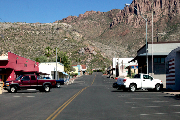 Downtown Superior, Ariz., on a weekday afternoon. A few businesses remain, including a bank, but most have been closed since the last energy market bust. Superior is a mining town that's been unable to remake itself as a destination for visitors or tourism. (Image: Mark Duggan)