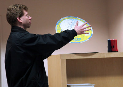Man explaining planisphere